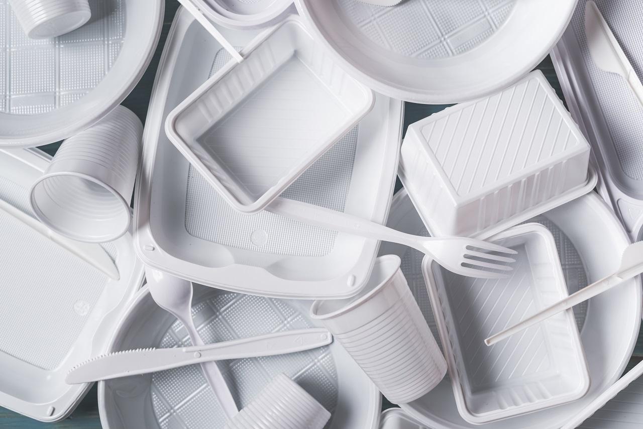 O que muda com a nova lei de proibição de copos e talheres de plástico em São Paulo?